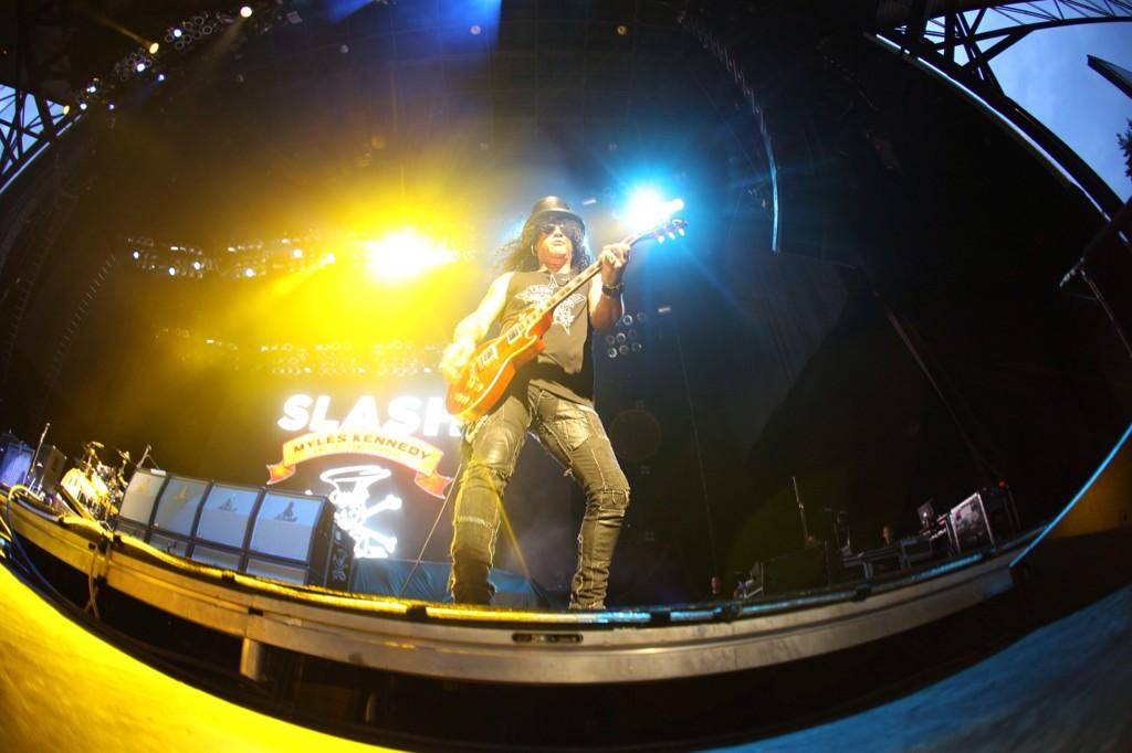Slash france world on fire let rock rule jiffy bristow usa live conspirators