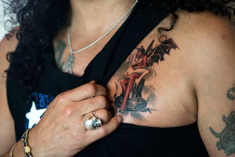 News slash nouveau webisode askslash nouveau tatouage pour slash la pochette originale d - Tatouage seigneur des anneaux ...