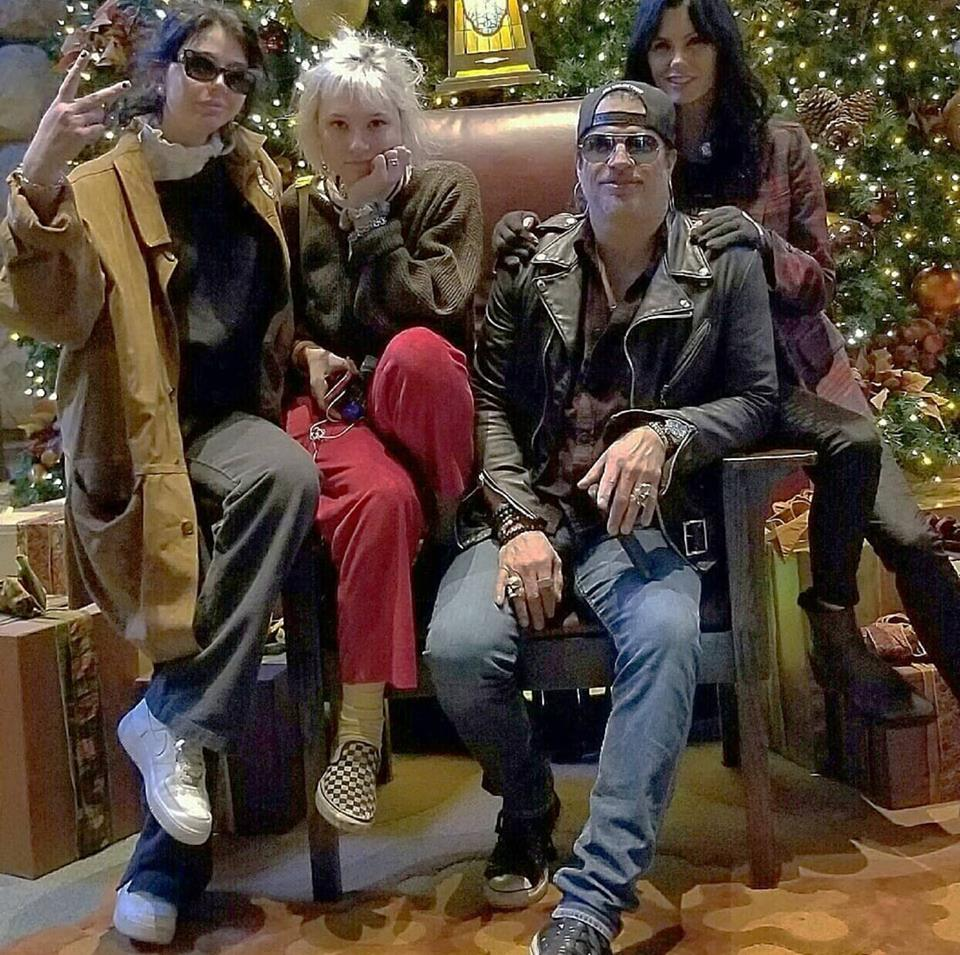 Slash france guns n' roses christmas 2017 meegan lucy scarlet