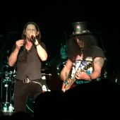 slash france hampton beach casino us first date tour 2014 conspirators world on fire usa